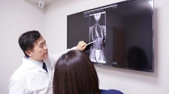 汪作良醫師 脊椎側彎 治療前評估 1