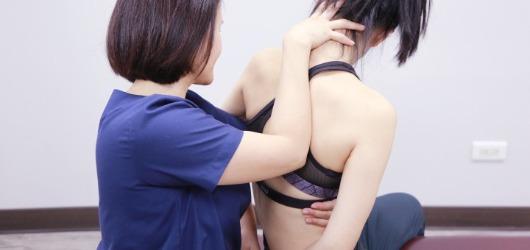 脊椎側彎 骨關節手法治療